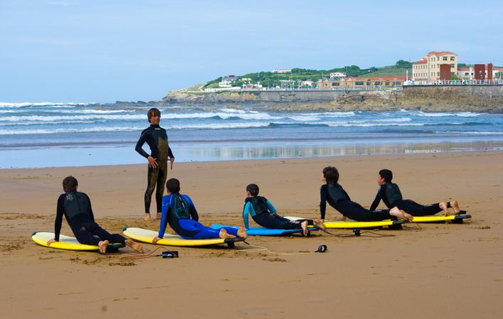 Clases de Surf en Gijón. Ocio y Aventura en Asturias